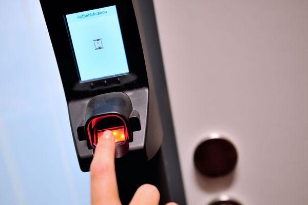 Payer un sandwich en utilisant ses empreintes digitales, c'est une première en Flandre. Photo d'illustration.