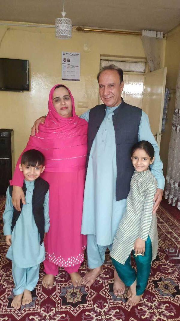 Sher Akbar Shirzad, son épouse et deux de leurs enfants à Kaboul cet été