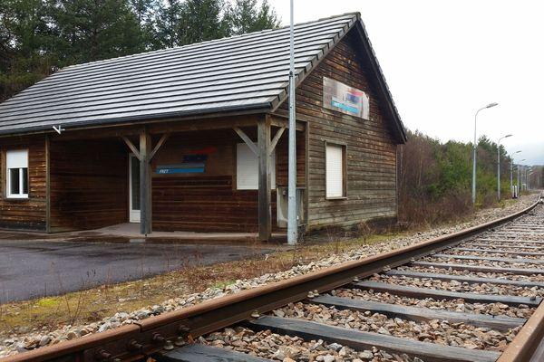 Vingt ans plus tard, aucun train ne circule à la gare de Bugeat