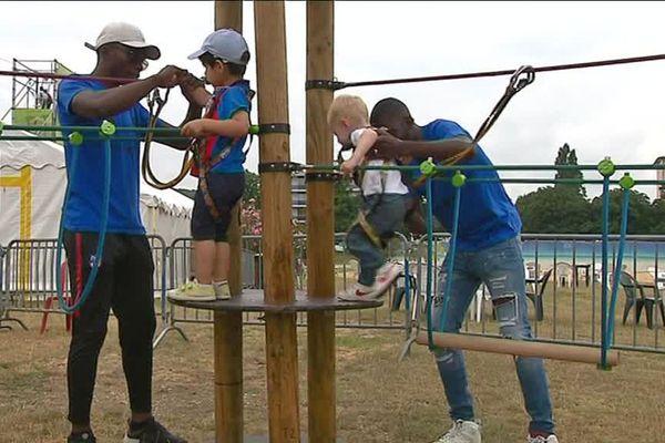 A Evreux, des ébroiciens participent à l'accueil des enfants au village des sports