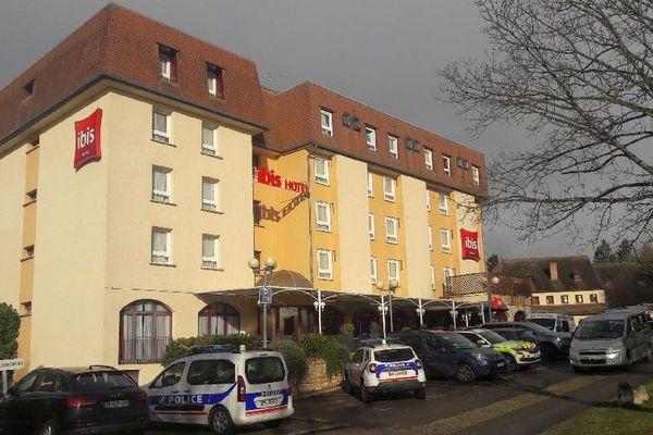 Un hôtel de Beaune, en Côte-d'Or, a été mis en confinement par précaution suite au décès d'un patient chinois. La police est sur place.