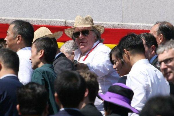 L'acteur Gérard Depardieu assiste à la parade militaire à Pyongyang (Corée du Nord), le 9 septembre 2018.