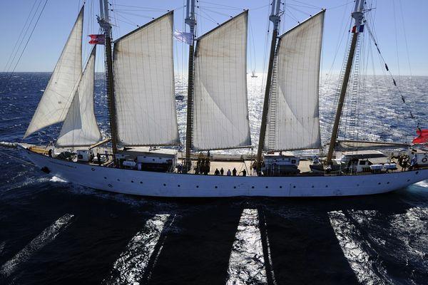 Le Santa Maria Manuel a participé à Voiles de légende à Toulon en 2013. Ici, en mer méditerranée, près de Toulon.