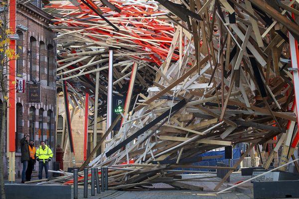"""""""The Passenger"""" de l'artiste Arne Quinze s'est complètement effondrée"""