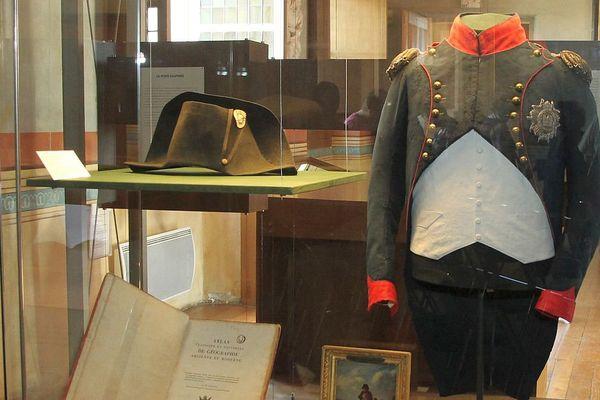 Le bicorne et l'habit de chasse appartenant à Napoléon exposés aux musées de Sens du 19 au 22 mai