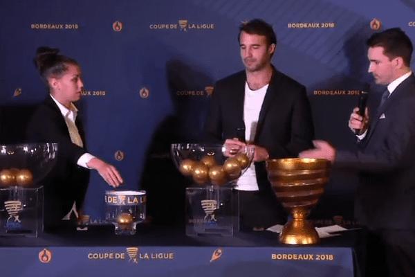 Le tirage au sort des huitièmes de finale a été effectué à la mairie de Bordeaux par Marc Planus et Sarah Cambot, respectivement ex-défenseur bordelais (deux fois vainqueur de la coupe de la ligue en 2007  et 2009) et joueuse des Girondines.