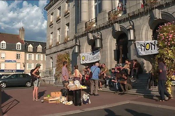 18 septembre : l'occupation de la mairie de Guéret, une des actions du comité de soutien d'Abdel