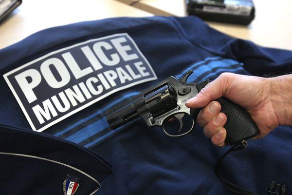 Un policier municipal a fait usage de son arme (photo illustration)