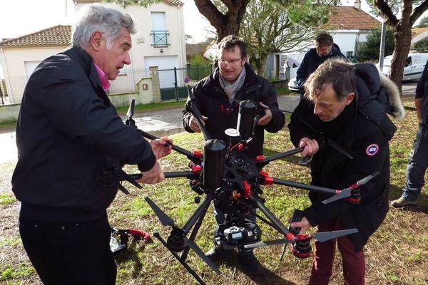 Georges Pernoud avec l'opérateur de drone Hervé Colosio et le réalisateur Jean-Pierre Devillers