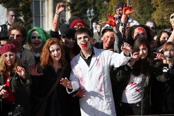 Laurent Wauquiez, le maire UMP du Puy-en-Velay (Haute-Loire), a interdit une marche des zombies qui devait avoir lieu le 4 novembre dans sa ville. (Photo: Marche des Zombies, Lille, 27/10/2012)