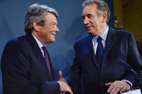 Jean-Louis Borloo (à gauche) et François Bayrou le 5 novembre 2013 à la Maison de la chimie à Paris