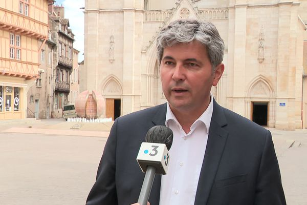 Le chef de file de la liste Les Républicains en Bourgogne-Franche-Comté justifie l'alliance par la volonté d'unir la droite.