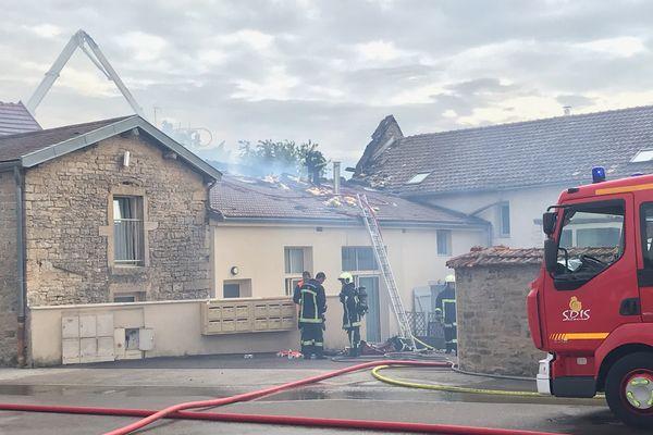 L'incendie s'est déclaré aux alentours de 13h30.