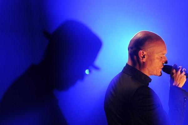 Gaëtan Roussel lors de son concert aux Francofolies de la Rochelle en 2013