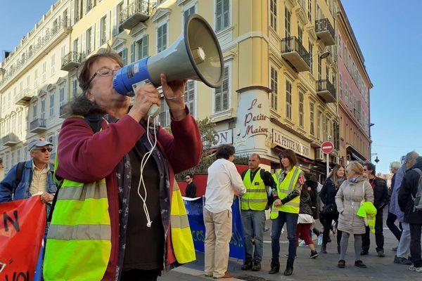 Environ 70 personnes ont défilé dans le centre de Nice en prévision de l'anniversaire du mouvement des Gilets Jaunes