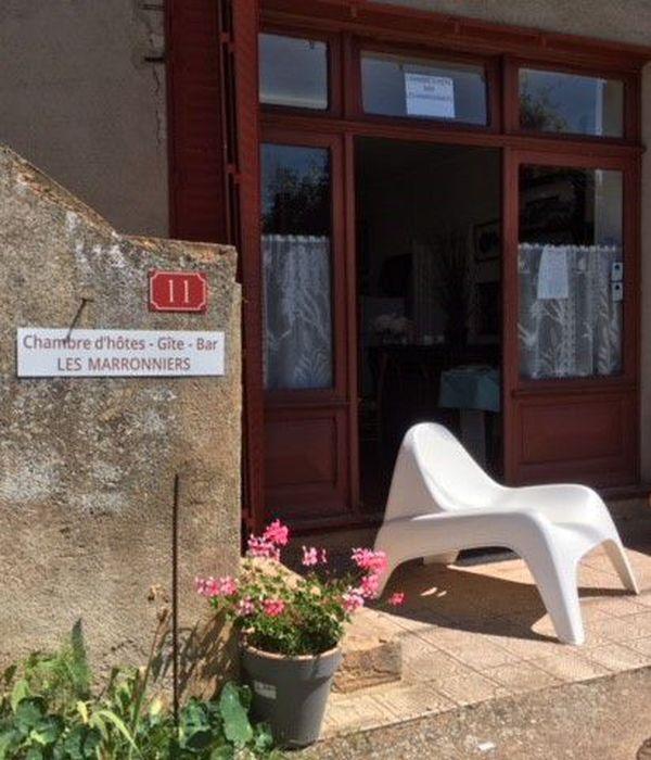 """Pour tenter de perdurer, le café """"Les Marronniers"""" fait aussi gîte et chambres d'hôtes."""