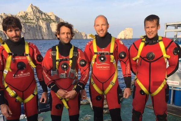 Laurent Ballesta (à droite) avec ses co-équipiers de plongée