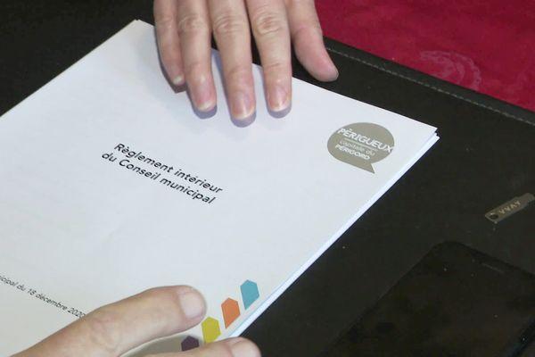 Le document devra-t-il être rédigé à nouveau dans un français plus classique ?