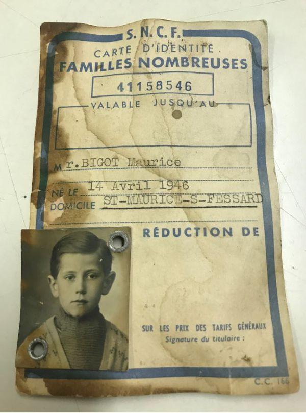 """La carte SNCF """"Famille nombreuse"""" de l'une des familles d'accueil de Maurice Bigot."""