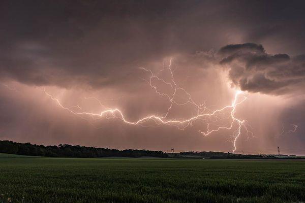La passion d'Arnaud Sobczyk est la photographie d'orages. Ici, la photo a été prise le 2 avril 2021 à Fresnoy-le-Luat.