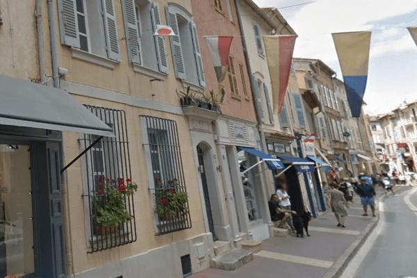 Le vieux presbytère de Saint-Tropez, le plus cher de France, est en passe d'être vendu pour environ 8 millions d'euros.