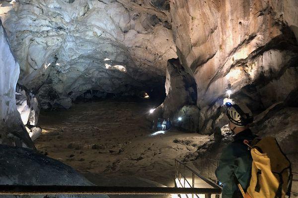 Premières nouvelles rassurantes pour les membres de l'expédition Deep Times qui passent 40 jours au fond de la grotte de Lombrives (Ariège), sans contact avec l'extérieur.