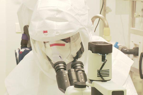 Laurent Wauquiez Le président de la Région Auvergne Rhône-Alpes était ce lundi matin (15/3/21) dans les laboratoires de LyonBioPôle où des chercheurs viennent d'effectuer une étude sur l'efficacité des purificateurs d'air contre le virus du Covid. L'étude a été financée par la Région à hauteur de 184 000 euros