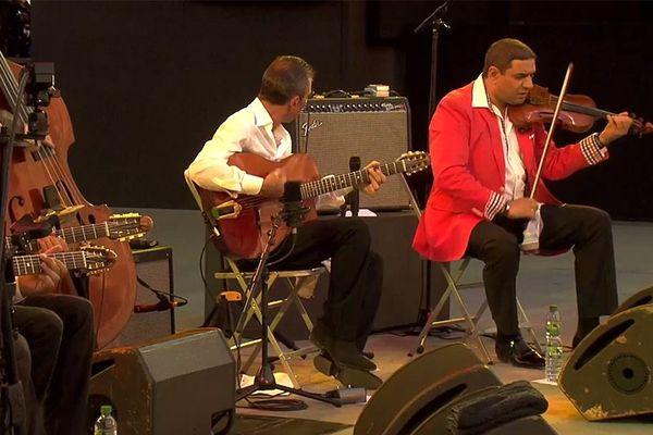 Angelo Debarre et Marius Apostol sur la scène de Jazz à Vienne