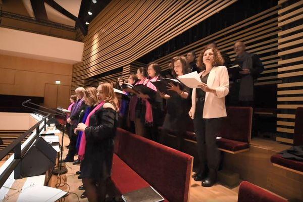 """La chorale Wasla en répétition pour le concert """"Syrian Voices"""" à l'auditorium de l'ONL."""