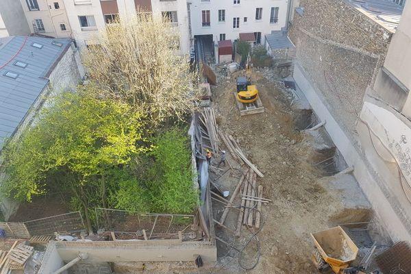 Le chantier d'un immeuble de bureau sur une parcelle au coeur d'un îlot d'habitations dans le 19 e arr. de Paris