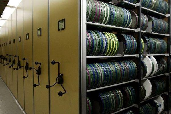 Archives de l'Institut National de l'Audiovisuel au siège de Bry-sur-Marne.