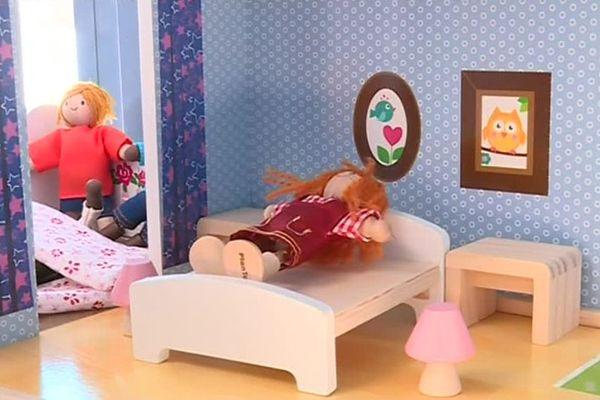 Les jouets permettent aux enfants de raconter ce qu'ils ont subi.