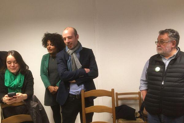 Matthieu Theurier et Priscilla Zamord attendant les résultats à Rennes le soir du 15 mars