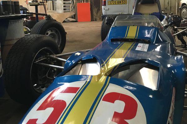 Le véhicule de jean Mercier : vitesse de pointe 200 km/h .