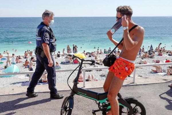 Vélo, trottinette, skate, rollers, overboard... sur une voie dédiée de type pistes cyclables, routes, chemins ne sont pas soumis au port du masque.