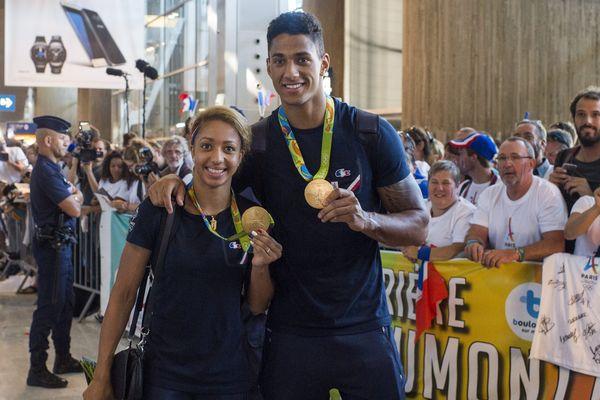 Estelle Mossely et Tony Yoka à leur retour à Paris après leur victoire au JO de Rio.