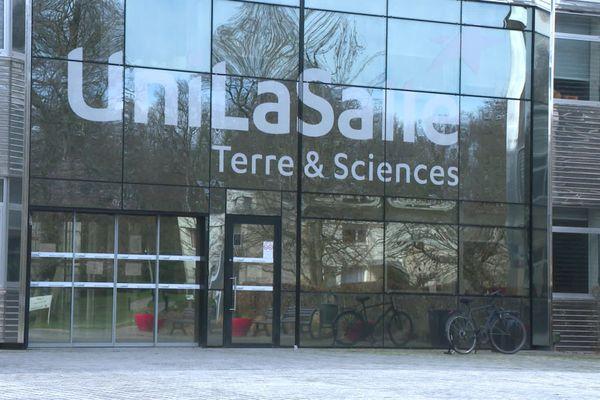 Après la découverte de 63 cas d'étudiants positifs à la covid-19, la direction de l'institut polytechnique UniLaSalle de Beauvais a décidé que tous les cours magistraux se tiendraient en distanciel à partir du 13 octobre 2020.