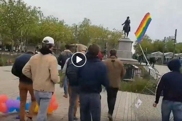 Une vingtaine de jeunes ont dégradé le stand LGBT à La Roche-sur-Yon, le 18 mai 2019