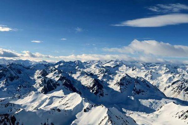 Vue sur Pyrénées enneigées