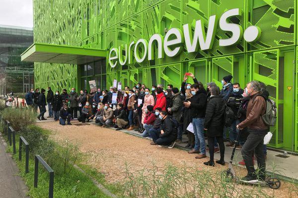 Il est prévu qu'environ 30 à 40 personnes quitteront l'entreprise, une fois le processus du PSE (Plan de sauvegarde de l'emploi) terminé  lance un porte-parole d'Euronews (Lyon)..