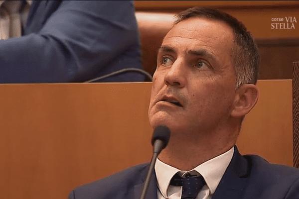 Assemblée de Corse, le 29 juin 2017 - Le président du conseil exécutif de Corse, Gilles Simeoni, lors des débats sur le transport des élus en hélicoptère.