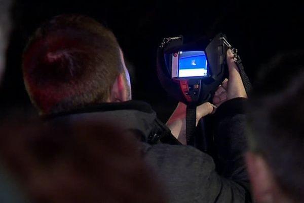 Balade dans les rues de Cournonsec avec  une caméra thermique pour détecter les pertes de chaleur dans les habitations - C.Métairon