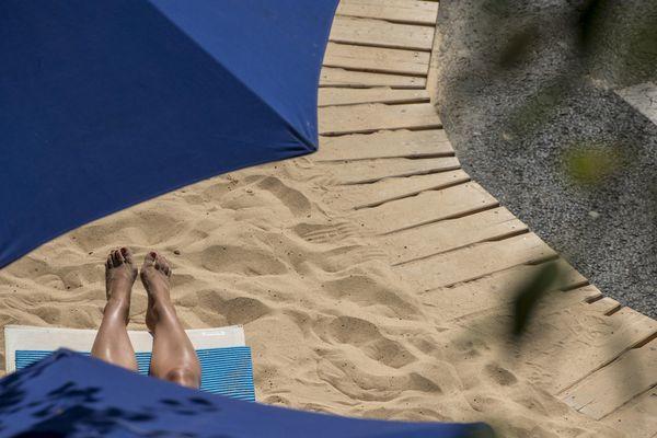 Sur la plage, nous ne sommes pas abandonnés. Nous, animaux sociaux, réagissons à un certain nombre de règles bien précises.