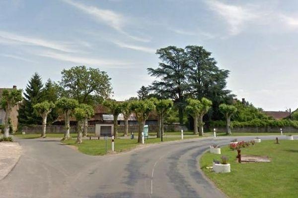 La commune de Ratenelle, située près de Tournus, en Saône-et-Loire, compte environ 350 habitants.