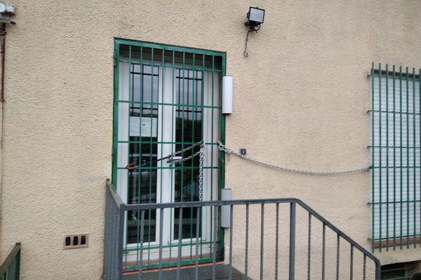 Les grilles de la Trésorie d'Elne sont cadenassées jusqu'au 23 avril inclus.