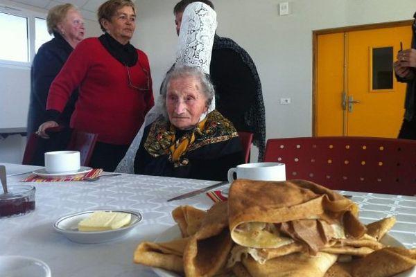 Une fête d'anniversaire à Léchiagat (29) pour les 100 ans de Marie Pochat