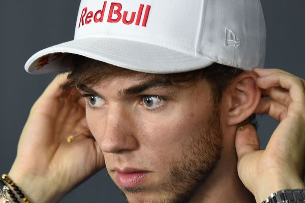 Le pilote de Formule 1 Pierre Gasly poursuit son ascension