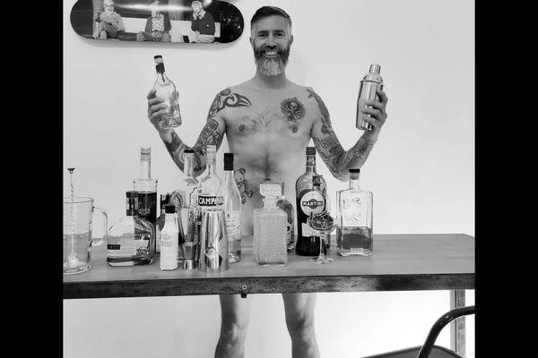Les barmen ont posé nus dans leur cadre de vie habituel - 2021.