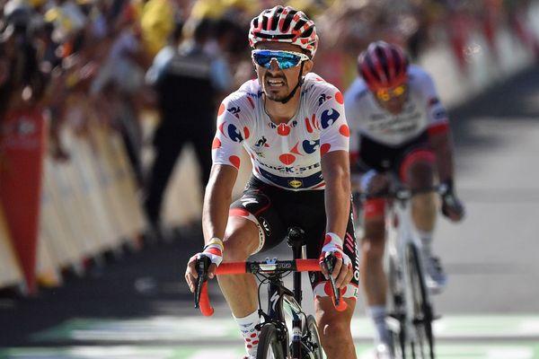 Julian Alaphilippe prend la deuxième place du podium pour la 14e étape du Tour de France, samedi 21 juillet, à Mende.