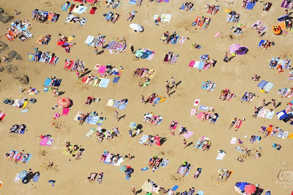 Dans l'anse de Bertheaume, la plage de Tregana noire de monde, hier.